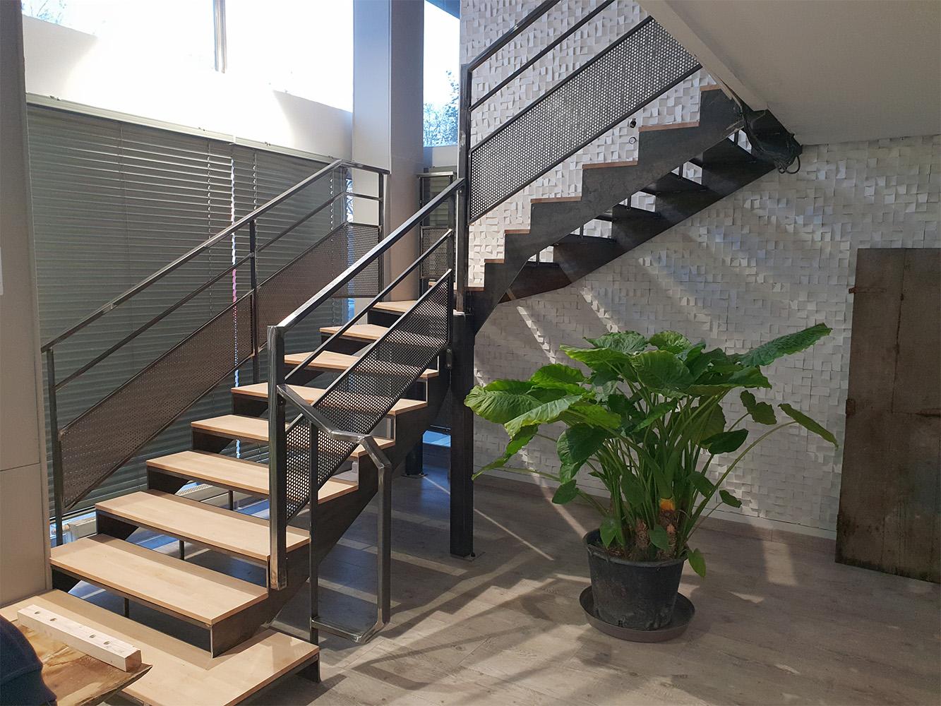 Escalier quart tournant réalisé à pour un client de JS Métallerie à Elbeuf en Seine Maritime